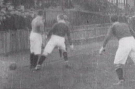 1902年のバーンリー戦の映像が紹介される