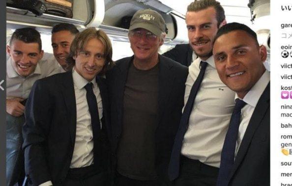 サッカー界のスターが映画界のスターに遭遇